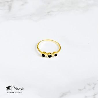 Meesie-ring-3 steentjes-goud-Onyx-340x340